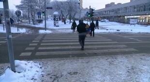 Opóźnione pociągi, odwołane lekcje w szkołach. Utrudnienia w całej Polsce przez siarczysty mróz