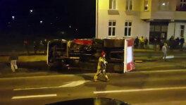 Wóz strażacki na boku