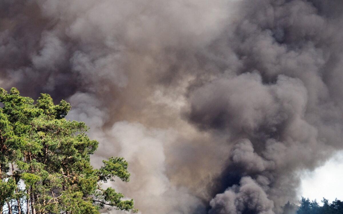 Dym widać z kilku kilometrów. Pożar na wysypisku śmieci