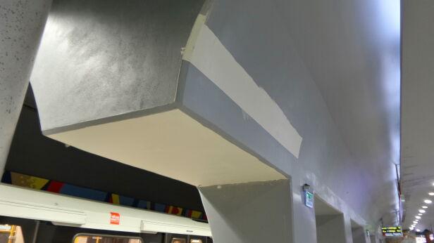 Część sufitu została zagruntowana Mateusz Szmelter / tvnwarszawa.pl