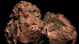 """Pierwsze """"kolorowe"""" zdjęcie komety. Rosetta wyśle ich więcej"""