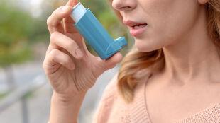 Leczysz astmę? Jeśli tak, to chronisz się przed COVID-19