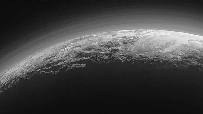Chmury na Plutonie. <br />Zauważono je po raz pierwszy