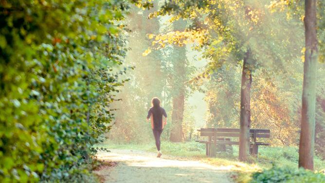 """""""Biegać można codziennie"""". <br />Byle rozsądnie i właściwie"""